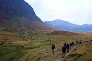 Trekking_open_grassland_Albania