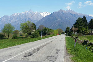 Alpine_road_Italy.jpg