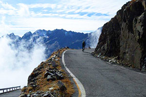 Riding_high_on_Passo_di_Gavia.jpg
