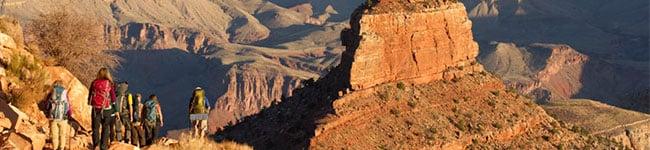 Trekking_down_into_Canyon_USA.jpg